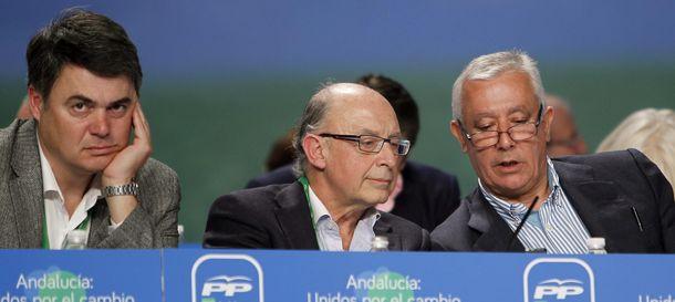Foto: El vicesecretario nacional del PP para asuntos territoriales, Javier Arenas, durante el congreso (Efe).
