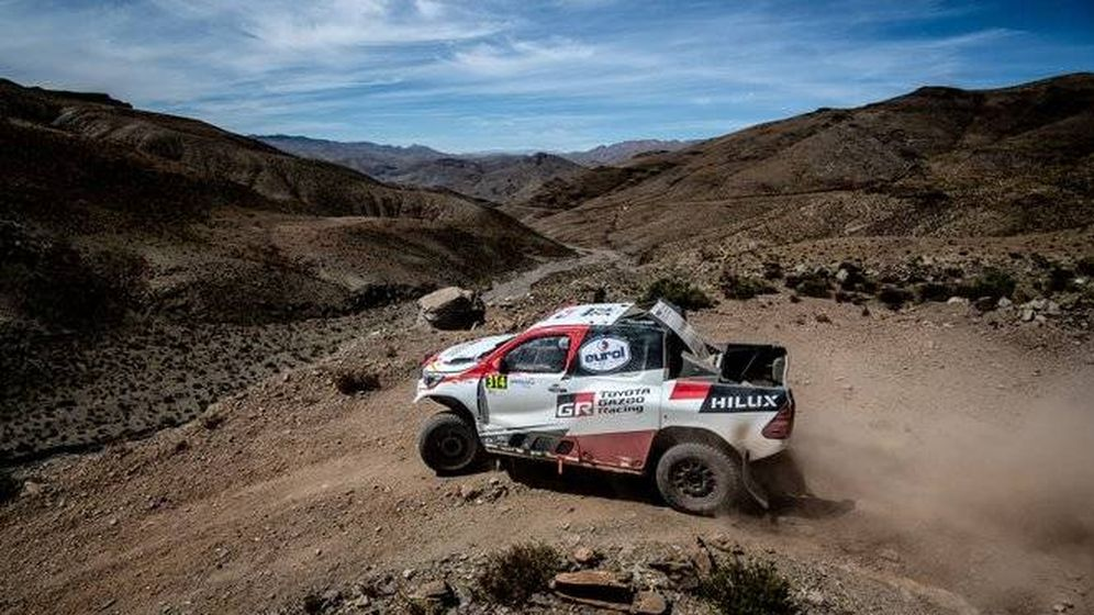 Foto: Fernando Alonso en acción durante la segunda etapa del Rally de Marruecos. (Toyota)