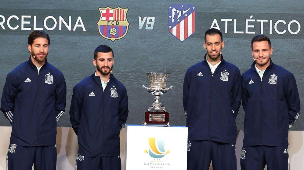 Foto: Los jugadores de la selección española de fútbol, Sergio Ramos, José Luis Gayá, Sergio Busquets y Saul Ñíguez. (EFE)