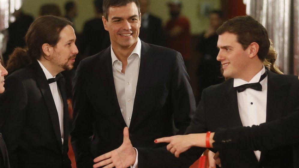 Foto: Pablo Iglesias, Pedro Sánchez y Albert Rivera este sábado en la gala de los Premios Goya 2016. (Efe)