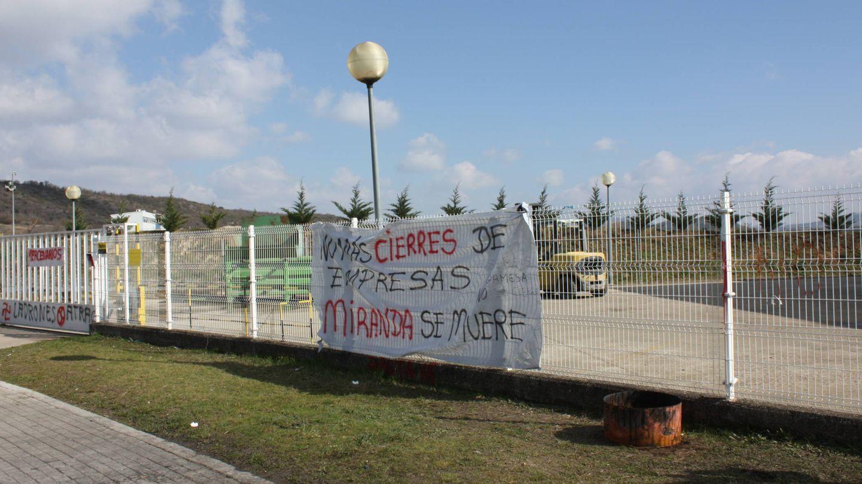 Las pancartas contra el cierre de Gamesa se repiten. (R. M.)