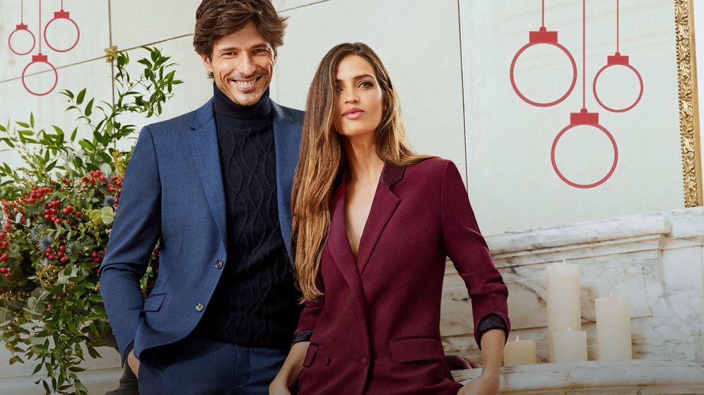 Foto: Andrés Velencoso y Sara Carbonero en la campaña de Cortefiel.