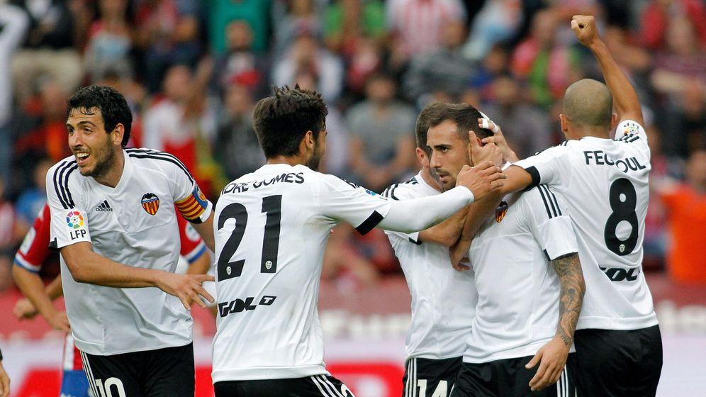 Foto: Los jugadores del Valencia celebran un gol durante la pasada temporada (Efe).