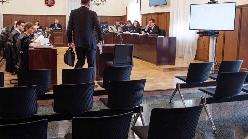 Foto: Uno de los dos guardias civiles de la UCO que elaboraron un atestado sobre la participación del exconsejero de Presidencia Gaspar Zarrías en la concesión de ayudas de los ERE. (EFE)