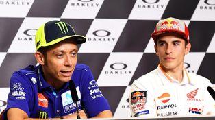 El vergonzoso gesto de Rossi: niega el saludo a Márquez y echa más gasolina a la lucha