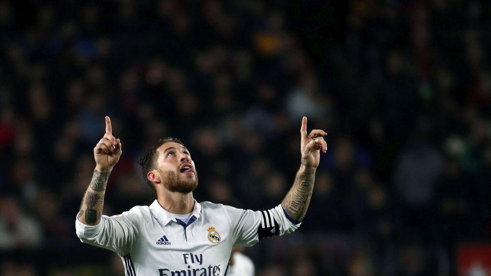 Foto: Sergio Ramos celebra su gol en el Camp Nou. (EFE)