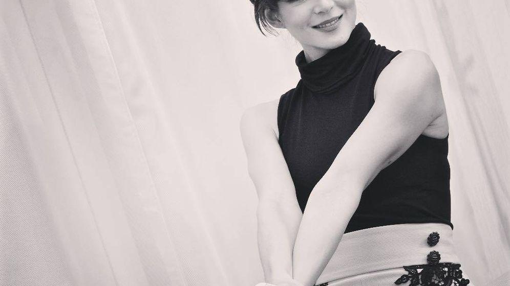 Foto: Clara Lago enmarcando su mirada. (Instagram)