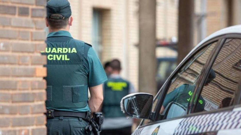 Hallan un cadáver con impactos de bala en el interior de un coche en Benahavís (Málaga)