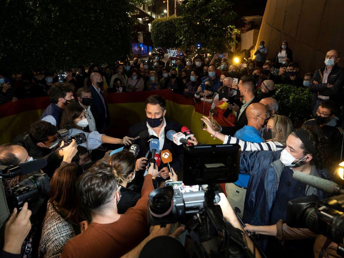 Foto: Santiago Abascal atiende a los medios en Tenerife. (EFE)