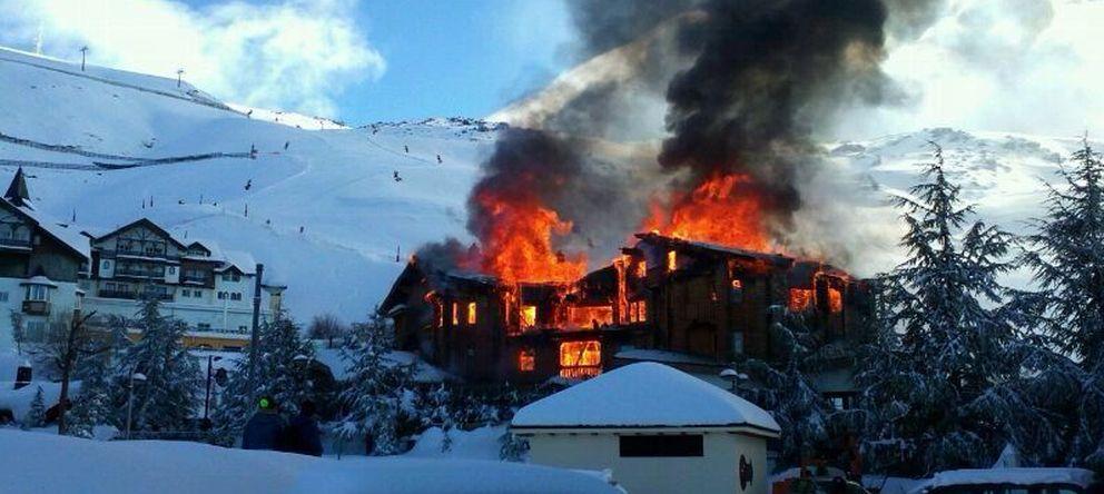 Foto: El hotel 'Lodge' en llamas
