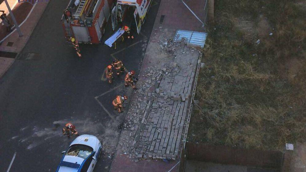 Foto: Así ha quedado el muro que se ha derrumbado (@AreaSeguridadCS )