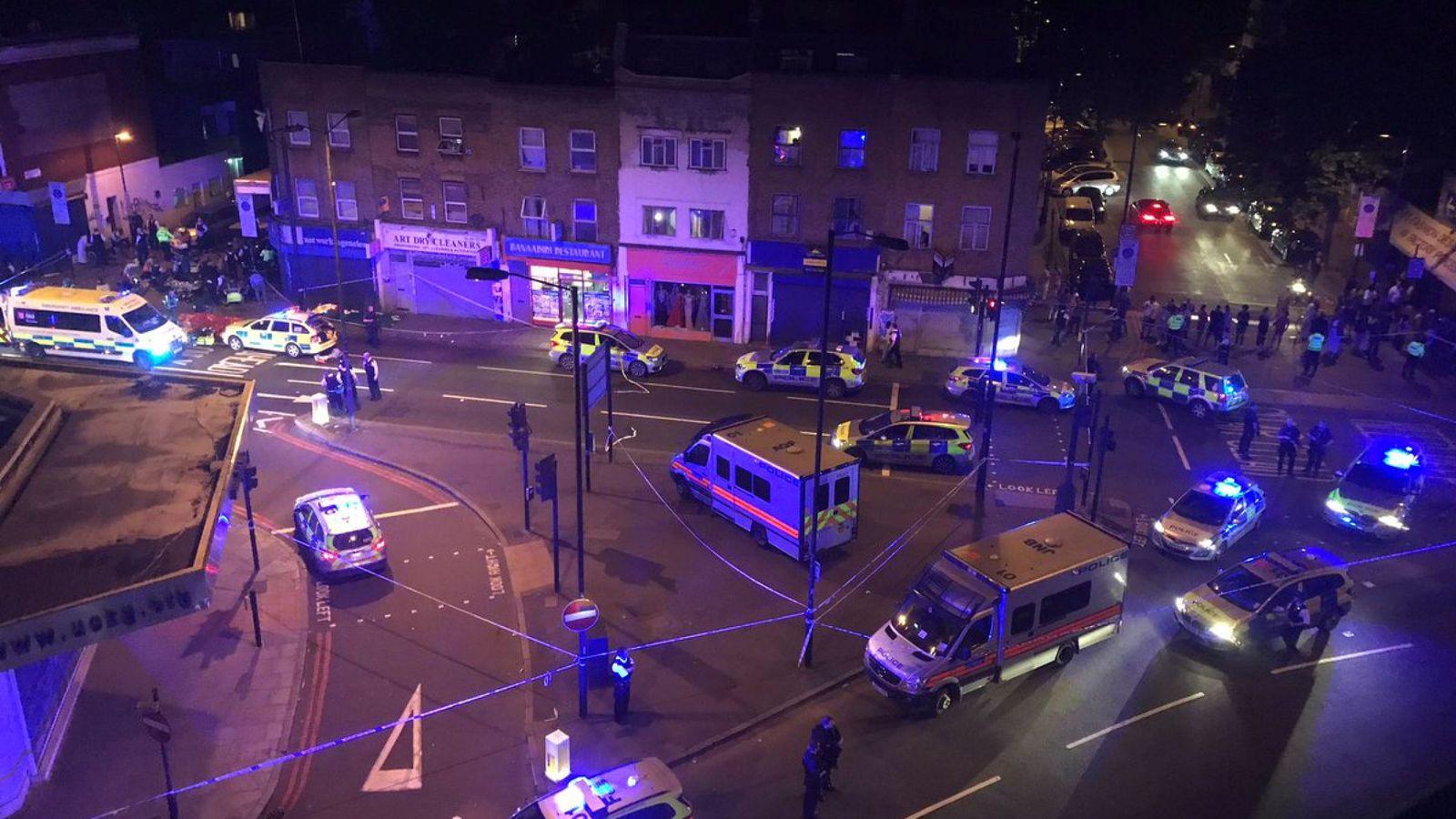 Foto: La Policía Metropolitana de Londres acordona la zona del atropello múltiple en Finsbury Park, norte de Londres. (Reuters)
