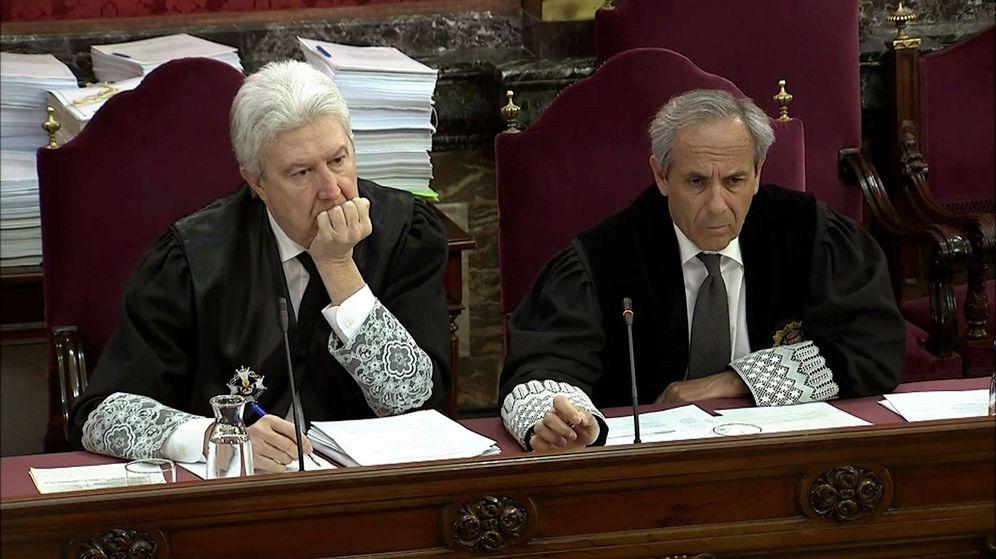 Foto: Imagen tomada de la señal institucional del Tribunal Supremo de los fiscales Jaime Moreno (d) y Fidel Cadena. (EFE)