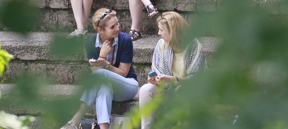 Foto: Elena y Cristina compartiendo confidencias en una imagen de archivo tomada en Ginebra (Gtres)