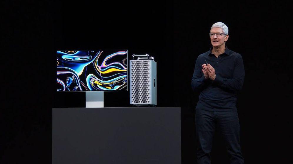 Foto: Tim Cook, CEO de Apple, junto a un Mac Pro en una presentación de la compañía. (Reuters)