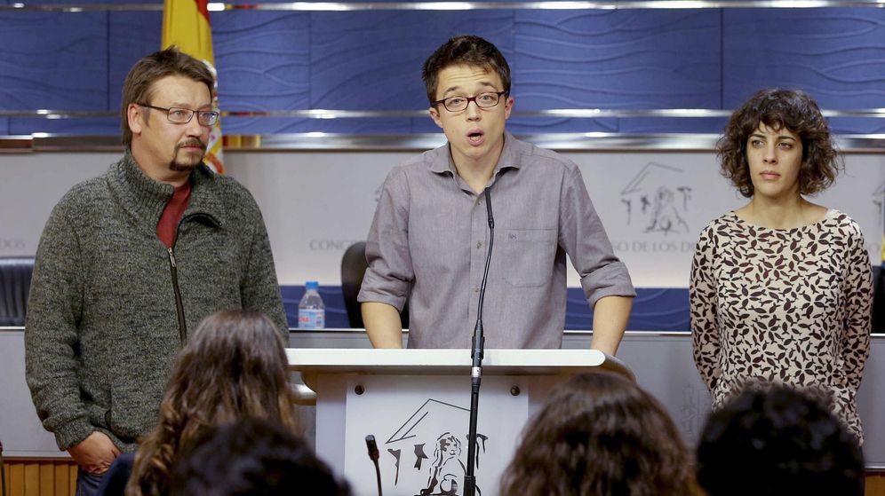 Foto: El portavoz parlamentario de Podemos, Íñigo Errejón, junto a los portavoces de En Comú, Xavier Domènech, y En Marea, Alexandra Fernández. (EFE)