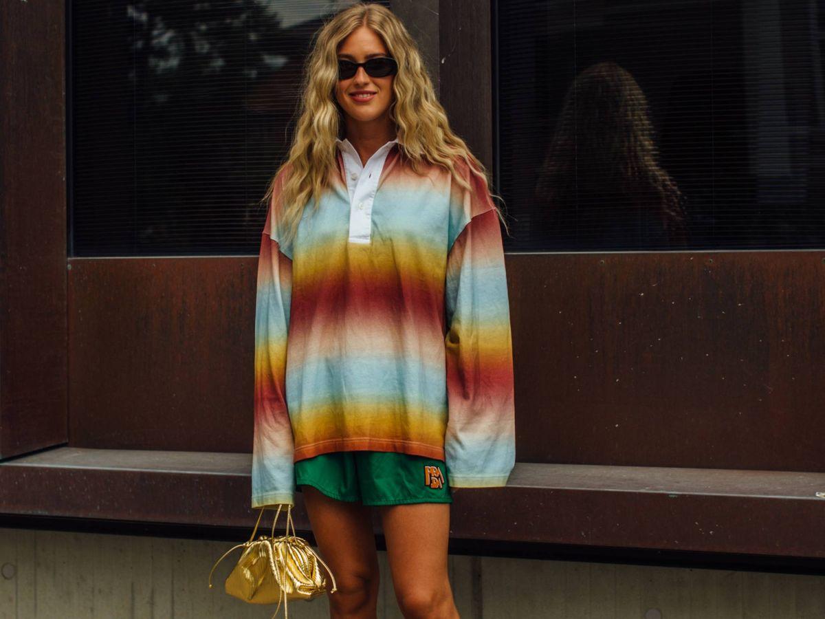 Foto: La influencer Emili Sindlev, con unos shorts deportivos de Prada. (Imaxtree)