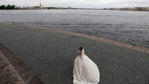 Trabajadores migrantes en India y bodas rusas en tiempos de covid: el día en fotos
