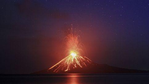 Entra en erupción el volcán indonesio hijo del Krakatoa
