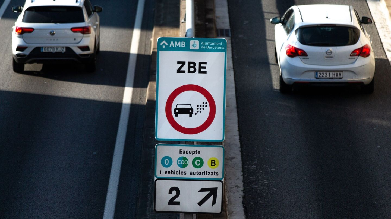 entrada a la Zona de Bajas emisiones de la ciudad de Barcelona. EFE