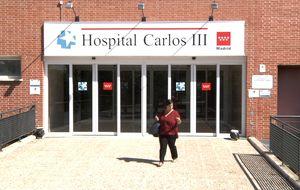 Sin miedo al contagio en los alrededores del hospital Carlos III