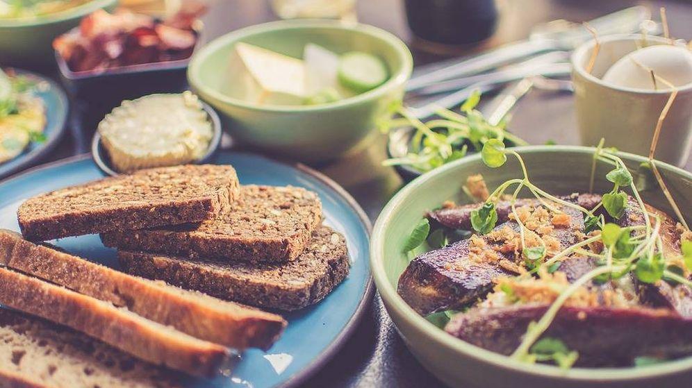 Foto: Desayuno saludable en el que se incluye el pan. (Pixabay)