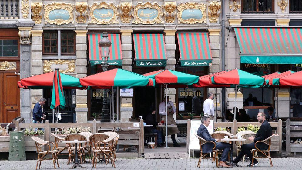 Foto: Todos los bares de Bruselas cerrarán durante un mes, incluso los que tienen terraza (Reuters/Yves Herman)