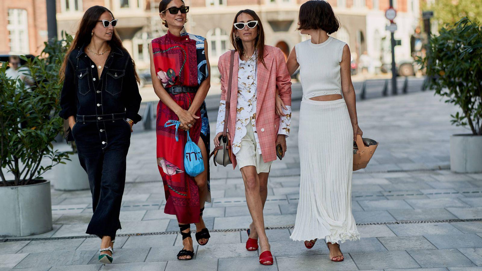 Foto: A medio camino entre falda y short, la falda pantalón está arrasando entre las insiders. (Imaxtree)