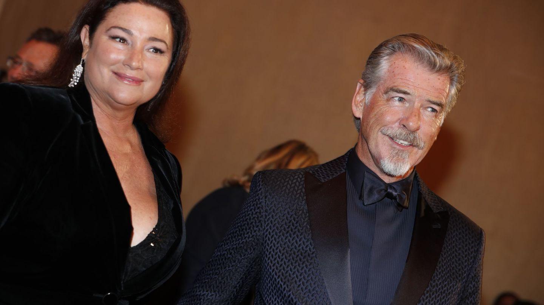 Pierce Brosnan y su mujer, Keely. (Reuters)