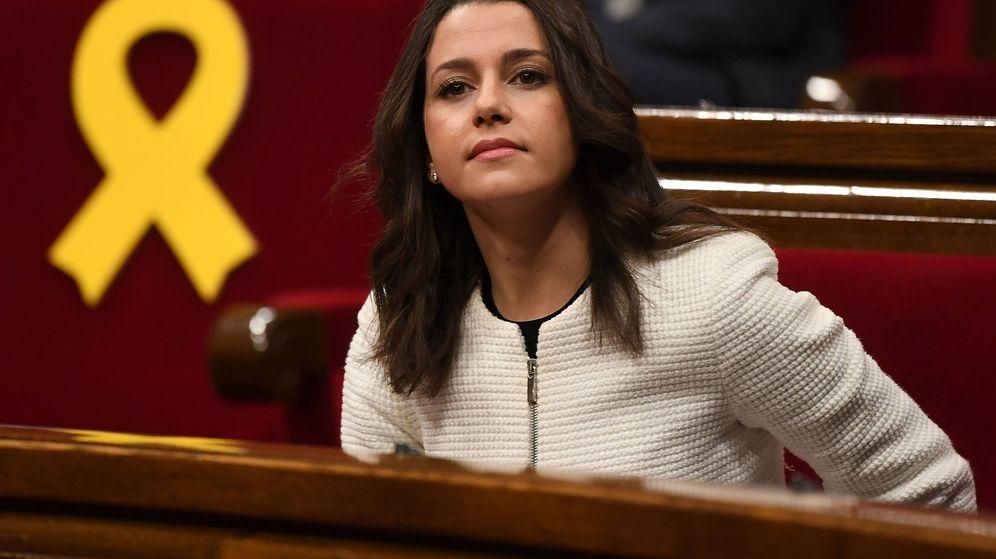 Foto: Inés Arrimadas, en una sesión del Parlamento catalán. (Getty)