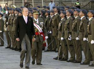 El Rey pide ayuda al Apostol Santiago para resolver la crisis y acabar con el terrorismo