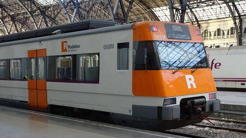 Sabotean una línea de trenes en Barcelona con un árbol sobre las vías