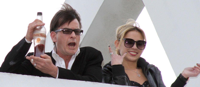 Foto: Charlie Sheen en 2011 junto a una de sus novias