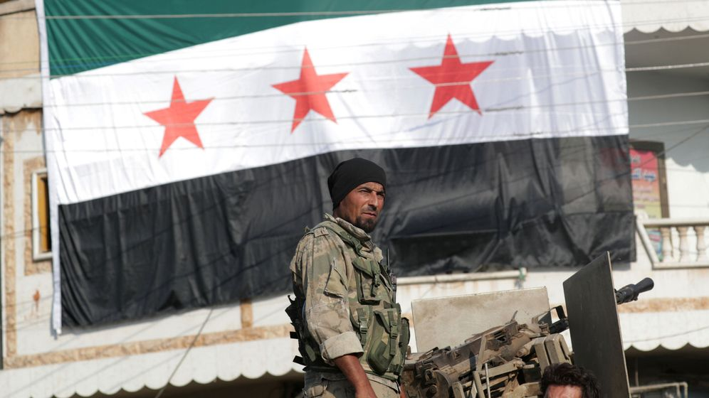 Foto: Un combatiente rebelde sirio respaldado por Turquía. (Reuters)