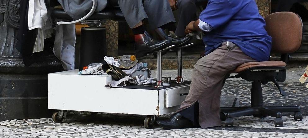 Foto: Un limpiabotas de Sao Paulo trabaja en el centro de la ciudad brasileña, en abril de 2014 (Reuters).