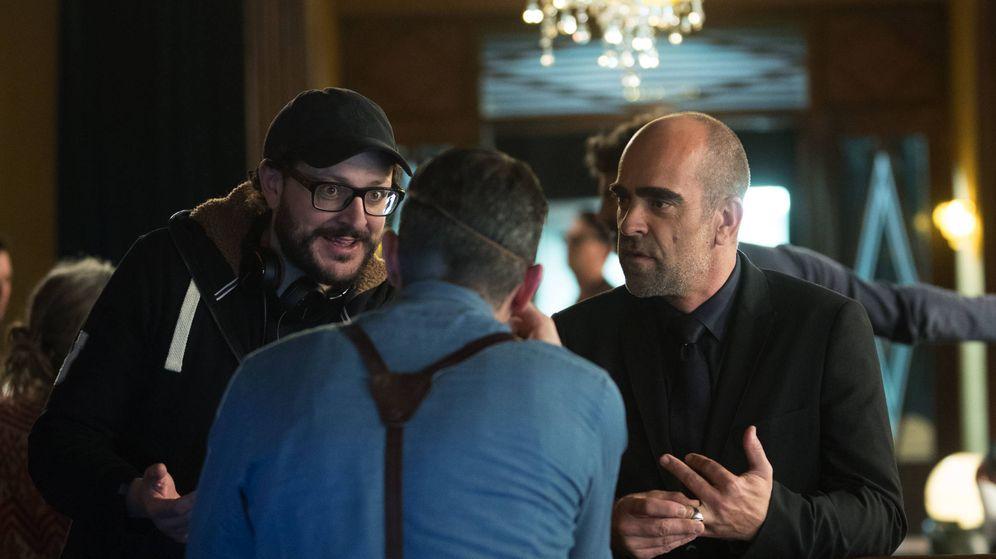 Foto: El director Dani de la Torre habla con Luis Tosar durante el rodaje.