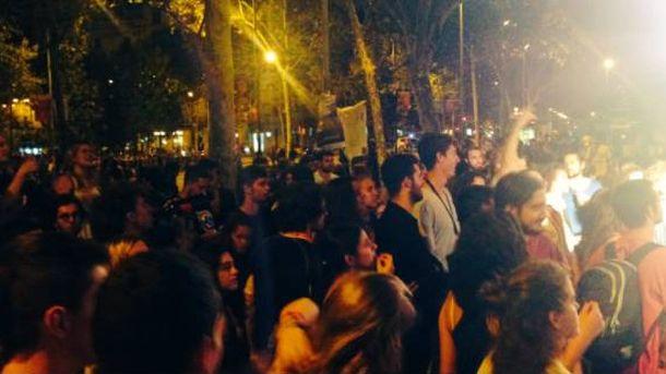 Foto: Estudiantes en la Universidad de Barcelona. (@unisxrepublica)