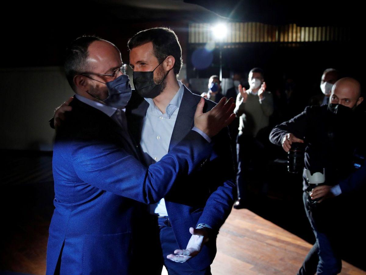 Foto: Alejandro Fernández y Pablo Casado en el cierre de campaña. (EFE)