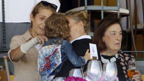 La infanta Elena se deshace en mimos con el hijo de Marta Ortega