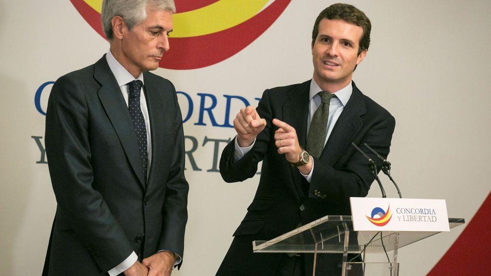 Foto: El presidente del Partido Popular, Pablo Casado (d), junto al presidente de la Fundación Concordia y Libertad, Adolfo Suárez Illana. (EFE)