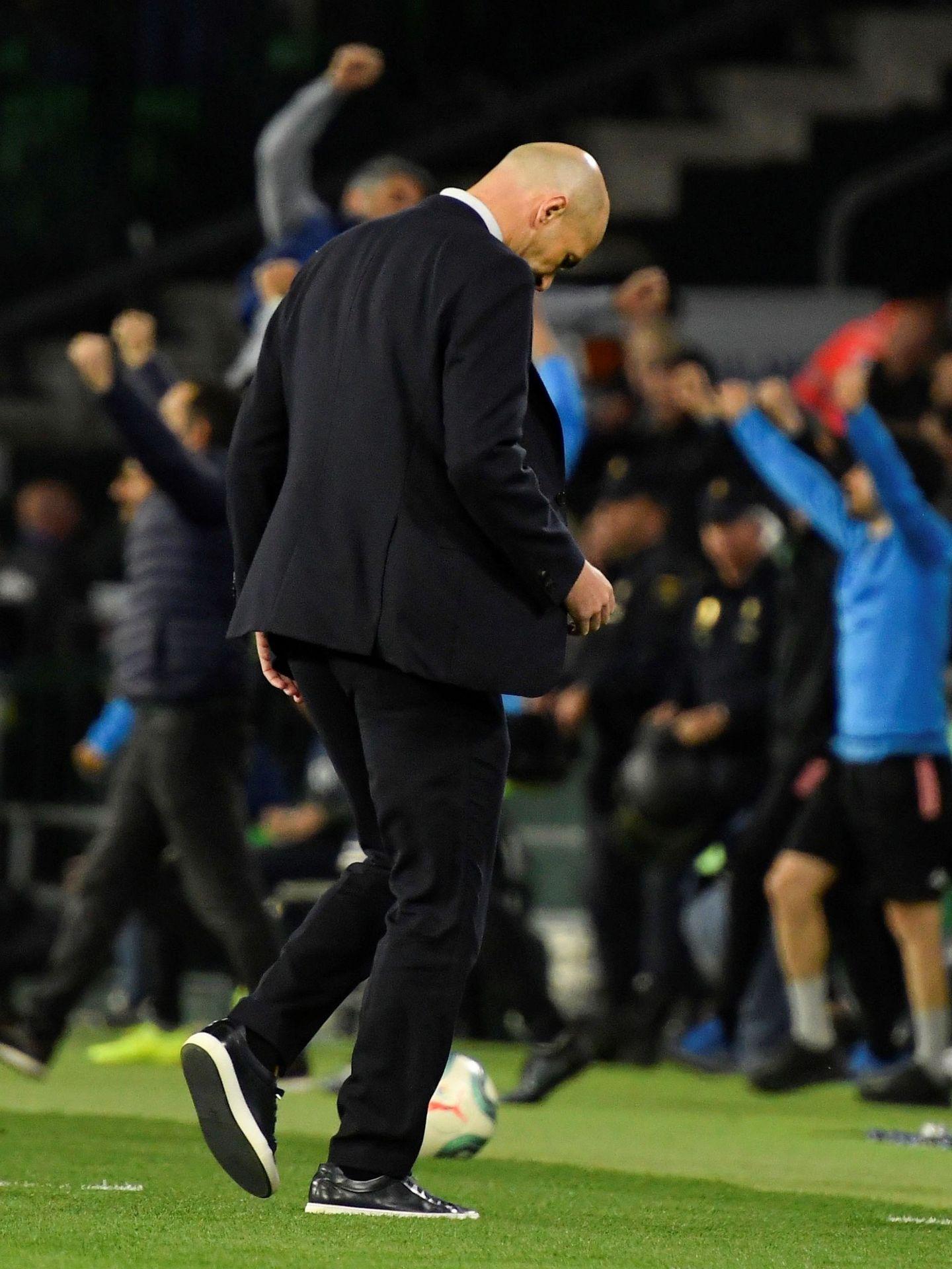 Zinédine Zidane, tras perder contra el Betis en el Benito Villamarín. (EFE)