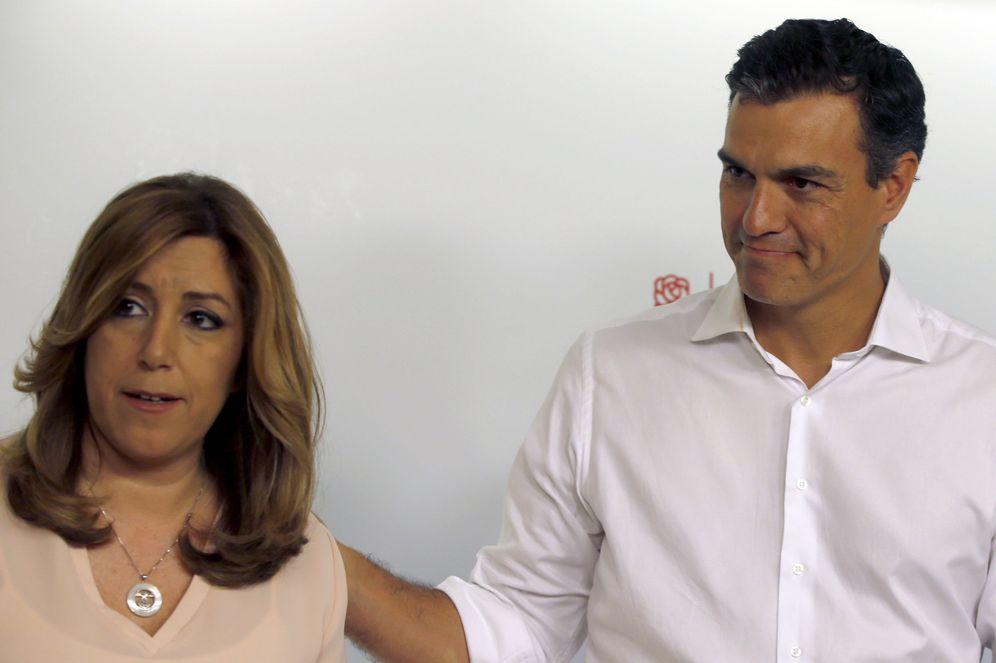 Foto: Pedro Sánchez y Susana Díaz posan para los medios tras la proclamación de los resultados de las primarias, este 21 de mayo. (EFE)
