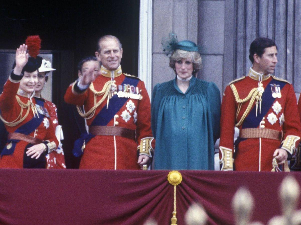 Foto: El duque de Edimburgo y Diana de Gales, en 1982. (Cordon Press)