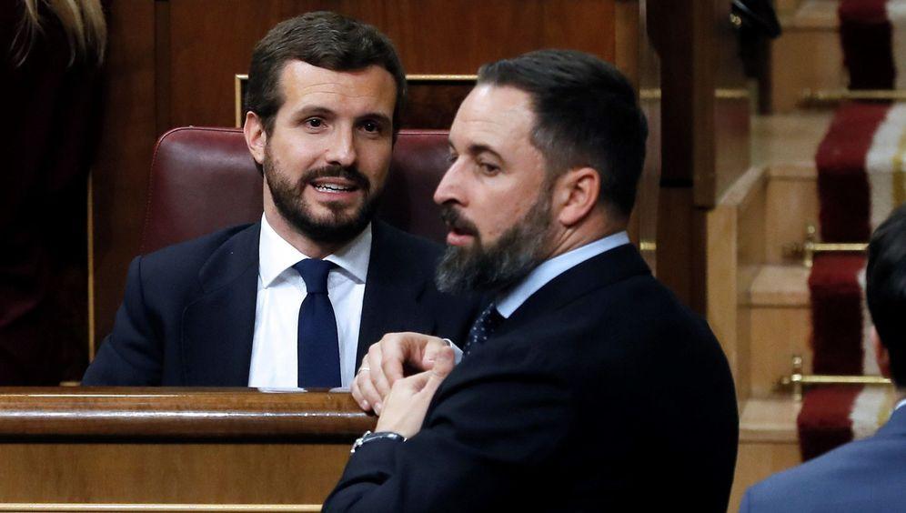 Foto: El presidente del Partido Popular, Pablo Casado (iz.), y el líder de Vox, Santiago Abascal. (EFE)