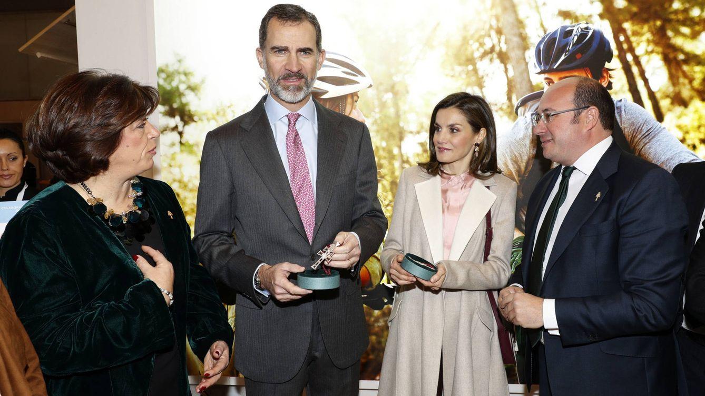 Foto: Los Reyes durante su visita a Fitur (EFE)