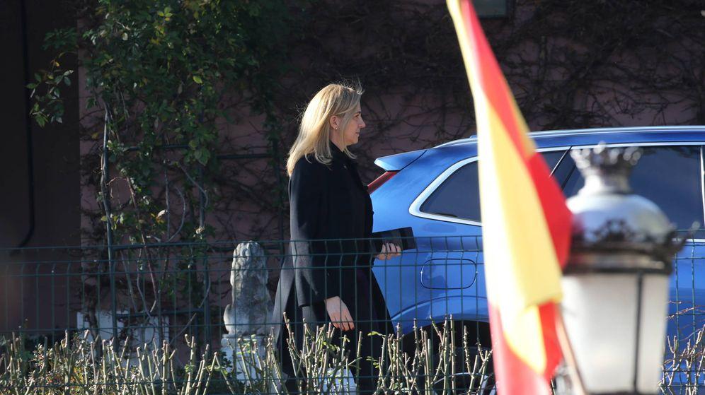 Foto: La infanta Cristina, saliendo de dar su último adiós a su tía Pilar. (José Martín)