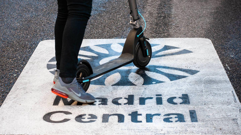 Muchos han optado por un patinete ante las restricciones de Madrid Central. (C. Castellón)