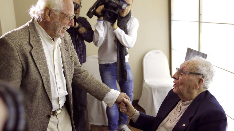 Foto: José Alcubierre (d) y Sigfried Meir, dos de los deportados desde España al campo de concentración de Mauthausen. (EFE)