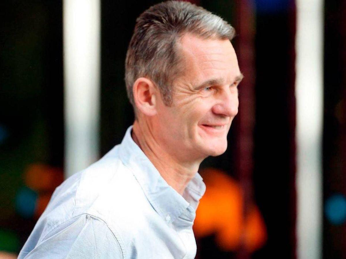 Foto: Iñaki Urdangarin sale sonriente de Hogar Don Orione. (Cordon Press)