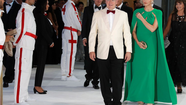 Alberto y Charlene de Mónaco en la gala de la Cruz Roja. (Reuters)